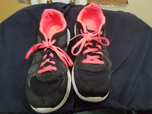LADIES SHOES SIZE 11 RUNNERS