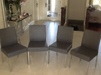 4 dining chairs / 4 chaises (Maison Corbeil)