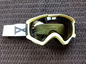 Anon Ski / Snowboard Goggles (White with dark lens)