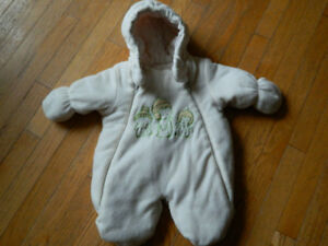 girl's winter suit 0-3 months
