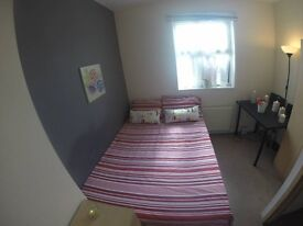 CHEAP DOUBLE ROOM JUST NEXT TO THE STATION!!