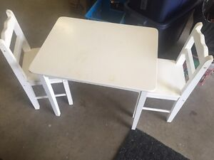 Kids table and chairs **needs to painted