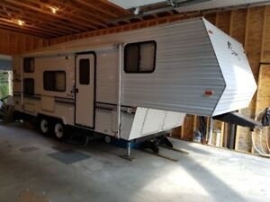 2000 24.5 ft Salem Lite 5th Wheel - Immaculate Condition