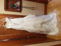 Brand new wedding dress - no alterations done