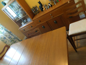 Retro/ vintage ...kitchen ..dining room set.with 4 chairs