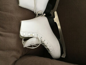 Girls skates excellent condition