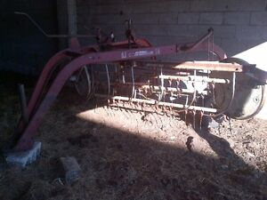 International  14 Side delivery hay rake