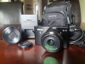 Nikon mirrorless 1 J4- 2 lenses, bag, Nikon 1 Mount Adaptor, etc