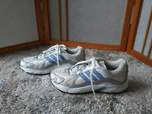 Adidas women running shoes size 5