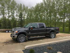 2015 Ford F-350 lariat fx4 superduty fully loaded
