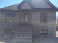 brand new luxury lower 4  1/2 furnished or un furnished