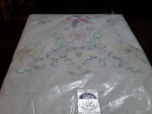 HAND EMBROIDERY DOUBLE SHEET, 2 CASES - HERITAGE