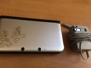 Luigi Anniversary Edition Silver 3DS XL w/ Charger - Great Cond!