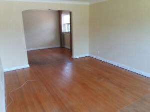 3 Bedrooms on Mainfloor - Lawrence & Markham - From July 1st.