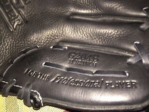 Rawlings baseball glove  Kingston Kingston Area image 3