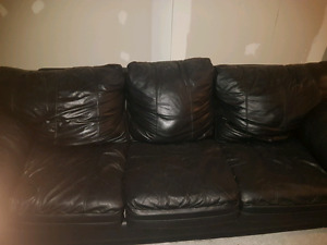 Leather couch 75$ or best offer