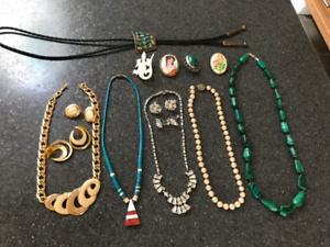 BIJOUX ANCIENS--COLLIERS--BROCHES=  HOMME-FEMME
