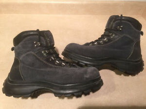 Women's Cougar Winter Boots Size 10 London Ontario image 1