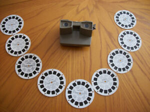 VINTAGE VIEW-MASTER AND 10 VIEWING DISCS.