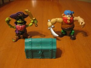 PIRATES LOT OF 2 figures and treasure chest