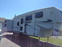 REDUCED!!   2008 Montana Mountaineer 342PHT Fifth Wheel Trailer