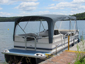 Pontoon rental Blue Sea Lake//Location de Ponton au lac Blue Sea