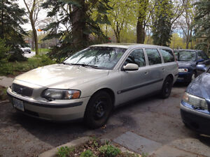 2001 Volvo V70 Wagon - Selling as is for $750