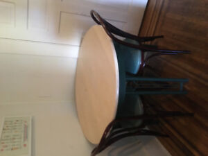 Round Vintage Table + 4x Chairs
