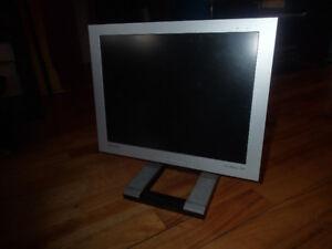 Écran plat d'ordinateur 15 pouces
