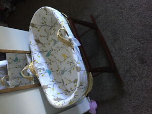 Baby bassinet bought new for 150$ and only used for a week!