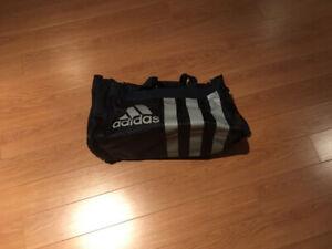 Sac de sport Adidas jamais utilisé, comme neuf