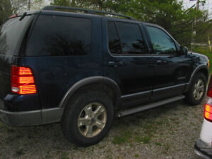 2004 ford explorer xlt 4wd  205000 kms  as is ,on the road
