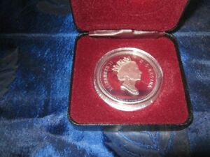 1992 stagecoach silver dollar, 925 silver mint condition. firm