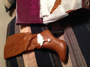 BRAND NEW! Boots - tan colour