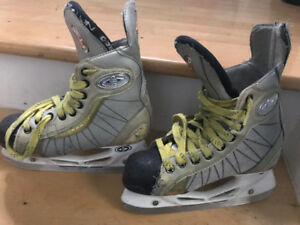 Kids Youth Easton Hockey Skates 3.5 D