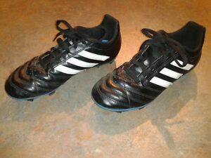 Boys Soccer Shoes Size 4