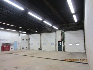 INDUSTRIAL WAREHOUSE SHOP, 14' TRUCK BAY DOORS, SECURE YARD Kitchener / Waterloo Kitchener Area image 6
