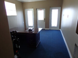 Office space with air conditioner and internet wifi Kawartha Lakes Peterborough Area image 10