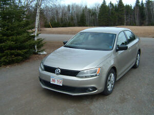 2013 Volkswagen Jetta trendline plus,no accidents,like new