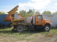 2003 International 7400 with tree spade attachment