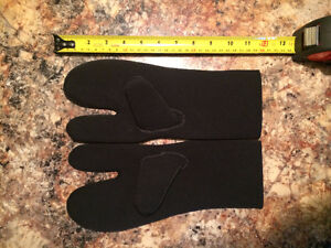 Scuba Diving Equipment - Lobster Claw Gloves