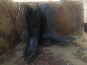 Ariat female cowboy boots size 7