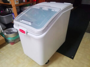 Rubbermaid Ingredient Bin