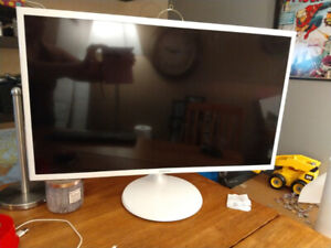 "Asus M32 Series with 32"" monitor."