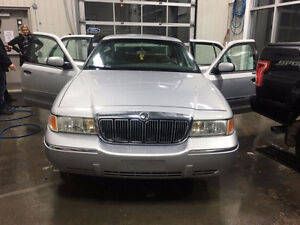 2000 Ford Grand Marquis GS EXTRA CLEAN