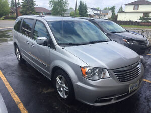 2012 Chrysler Town & Country Limited Edition