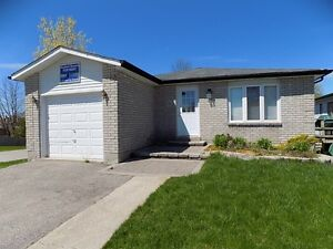 83 Hickling Trail, North Barrie 3-4 Bedroom newly renovated!