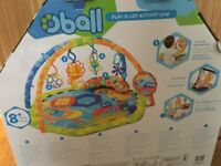 Baby activating play mat