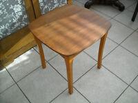 TABLE EN BOIS/WOODEN TABLE