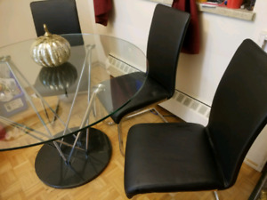Circular glass dining table +4chairs